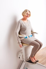 Woman_swivel_top_of_stairs_simplicity_plus