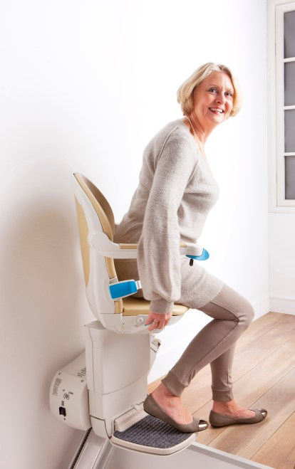 Woman_top_of_stairs_swivel_getting_off_simplicity_plus