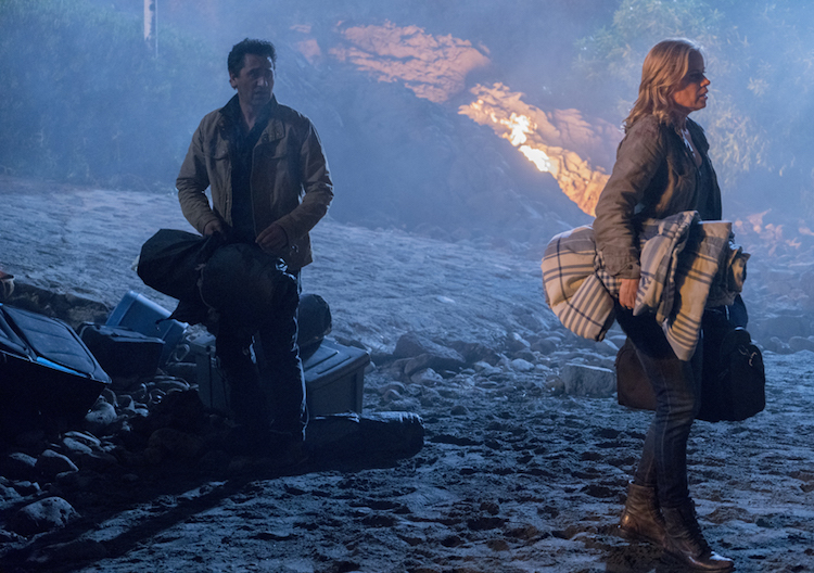 fear-the-walking-dead-episode-201-travis-curtis-madison-dickens-935