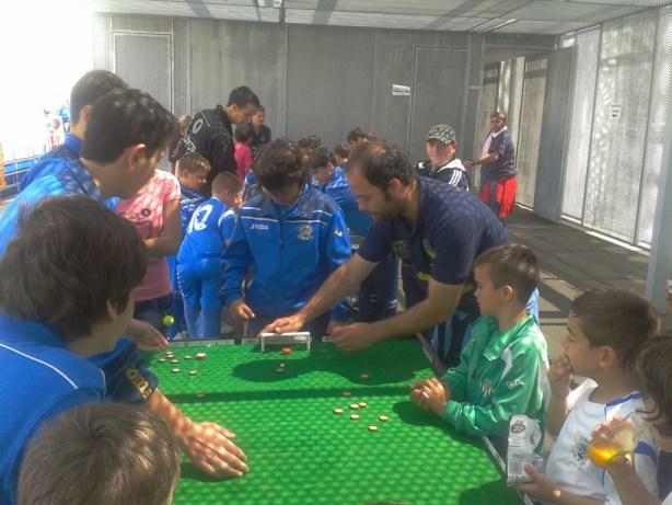 El club de El Coronil difundiendo el FutbolChapas por la provincia de Sevilla