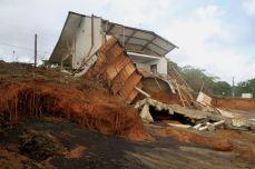 Maison détruite lors d'un épisode érosif en 2013, Route des plages, Rémire-Montjoly © VMorel