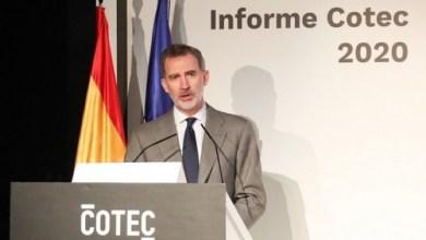 """صورة مللك إسبانيا يحث على التغلب """"معا وتضامنا"""" على الوضع الاقتصادي غير المستقر بسبب أزمة فيروس كورونا"""