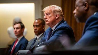 """صورة ترامب يتجنب ارتداء القناع في الأماكن العامة: """"لن أعطي الصحافة هذه المتعة"""""""