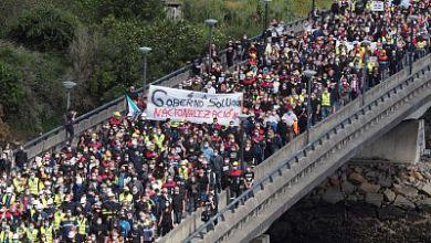 صورة إسبانيا: الآلاف من الناس يتظاهرون في غاليسيا يواجه مصنع الألمنيوم أسبوعًا حاسمًا