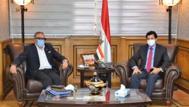 صورة وزير الرياضة ورئيس اتحاد الكرة يتناقشان لوضع خارطة الطريق