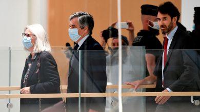 صورة القضاء الفرنسي أخيرا يدين رئيس الوزراء السابق فيلون وزوجته بسبب وظائف وهمية