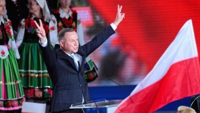 صورة فاز دودا المحافظ المتشدد في الجولة الثانية من الانتخابات البولندية بحسب استطلاع للرأي أجري على صناديق الاقتراع
