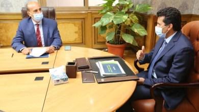 صورة وزير الرياضة يناقش مع رئيس اتحاد التجديف خطة النشاط خلال الفترة المقبلة