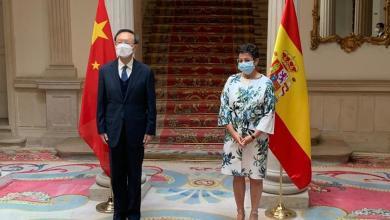 صورة وزيرة الشؤون الخارجية الإسبانية في لقاء مع مدير مكتب الشؤون الخارجية للجنة المركزية للحزب الشيوعي الصيني