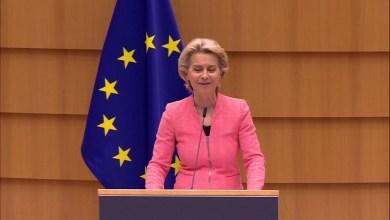 صورة تراهن رئيسة المفوضية الأوروبية على الوباء وتحث علي المزيد من الكفاءات الأوروبية والحفاظ على الدعم الاقتصادي