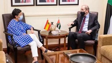 صورة وزيرة الخارجية الإسبانية سافرت لاول مرة في جولتها إلى الأردن