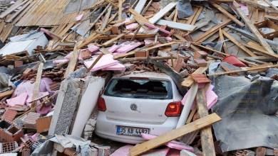 صورة بعد الزلزال الذي ضرب اليونان وتركيا مع ارتفاع عدد القتلى يبحثون عن ناجين