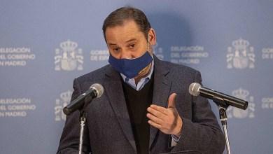 صورة الحكومة الإسبانية تجهز قوافل لنقل المواد الغذائية والأدوية واللقاحات أثناء العاصفة الثلجية الباردة