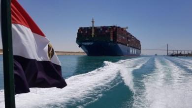 صورة التحقيقات بدأت لتوضيح حصار قناة السويس مع استئناف حركة المرور ببطء