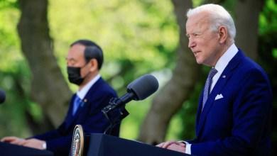 صورة الديمقراطي بايدن يرتب أوراقه ويقنع الزعيم الأول رئيس الوزراء الياباني بتشديد خطابه تجاه الصين منذ توليه السلطة