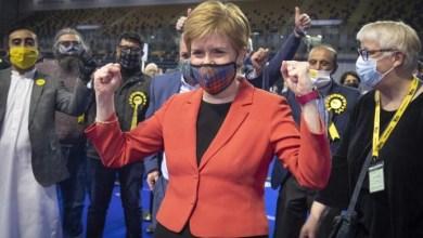 صورة رئيسة وزراء اسكتلندا تعلن فوزه في اسكتلندا وستسعى إلى استفتاء استقلال جديد