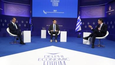 صورة رئيس الوزراء الإسباني يلتقي في أثينا برئيس الوزراء اليوناني للضرورة الملحة للموافقة على خطط الإنعاش الأوروبية