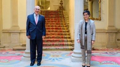 صورة وزيرة الخارجية الإسبانية تستقبل الأمين العام لمنظمة التعاون الاقتصادي والتنمية في جولة وداع