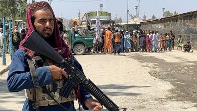 صورة خليل حقاني الوزير المسؤول عن اللاجئين في حركة طالبان حيث الولايات المتحدة لا تستطيع القبض عليه منذ منذ عام 2011