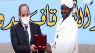 صورة الرئيس السيسى يكرم وزير الأوقاف السودانى ا