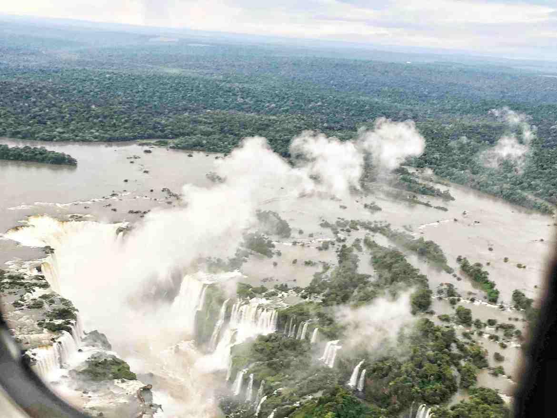 Volando sobre las Cataratas de Iguazú