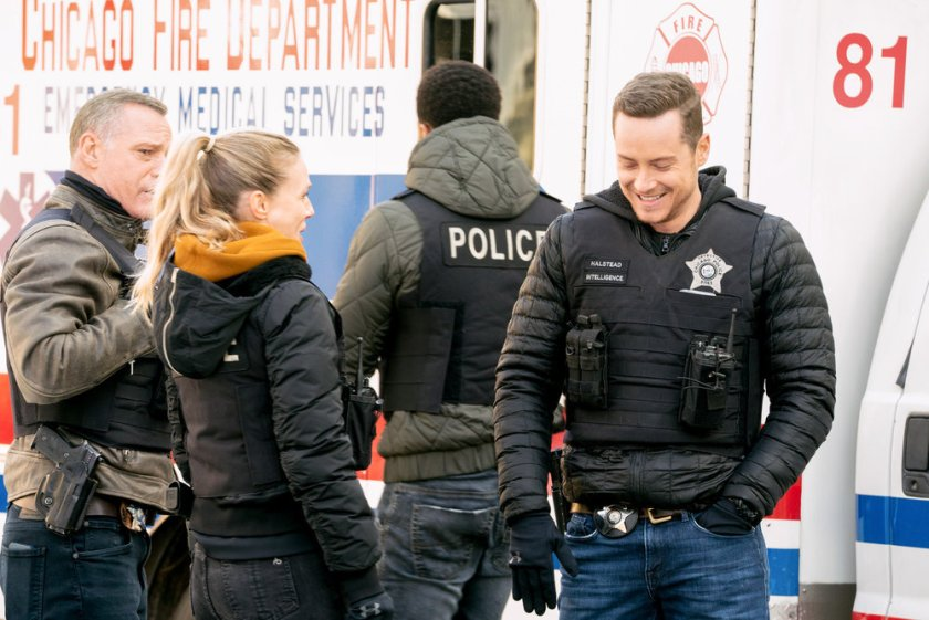"""CHICAGO P.D. -- """"Safe"""" Episode 814 -- Pictured: (l-r) Jason Beghe as Hank Voight, Tracy Spiridakos as Hailey Upton, Jesse Lee Soffer as Jay Halstead -- (Photo by: Lori Allen/NBC)"""