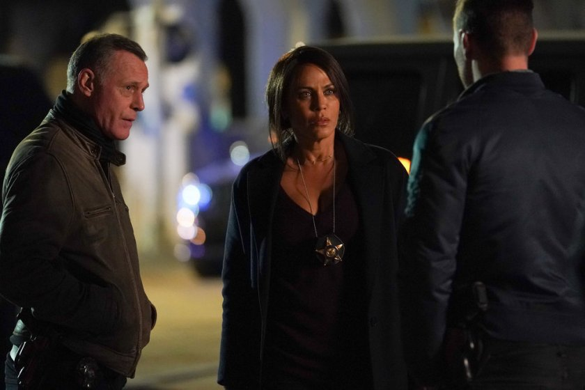 """CHICAGO P.D. -- """"The Right Thing"""" Episode 815 -- Pictured: (l-r) Jason Beghe as Hank Voight,  Nicole Ari Parker as Samantha Miller -- (Photo by: Lori Allen/NBC)"""