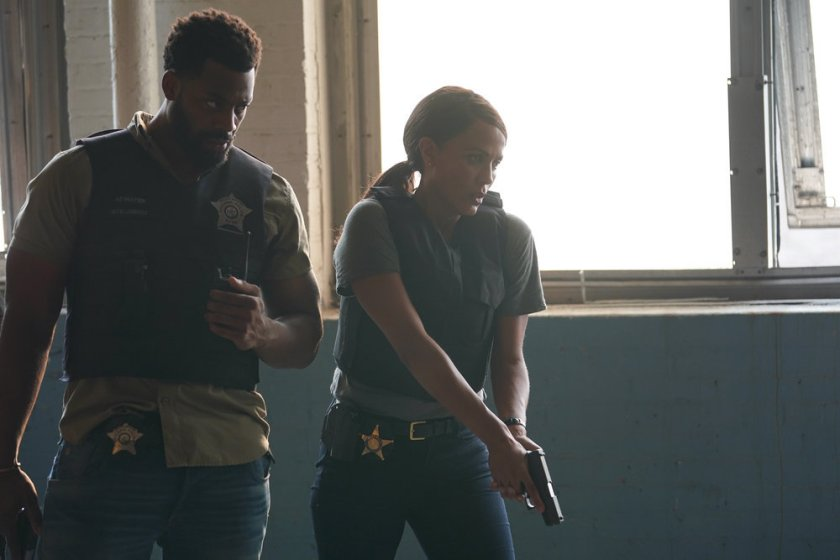 """CHICAGO P.D. -- """"Closure"""" Episode 901 -- Pictured: (l-r) LaRoyce Hawkins as Kevin Atwater, Nicole Ari Parker as Samantha Miller -- (Photo by: Lori Allen/NBC)"""