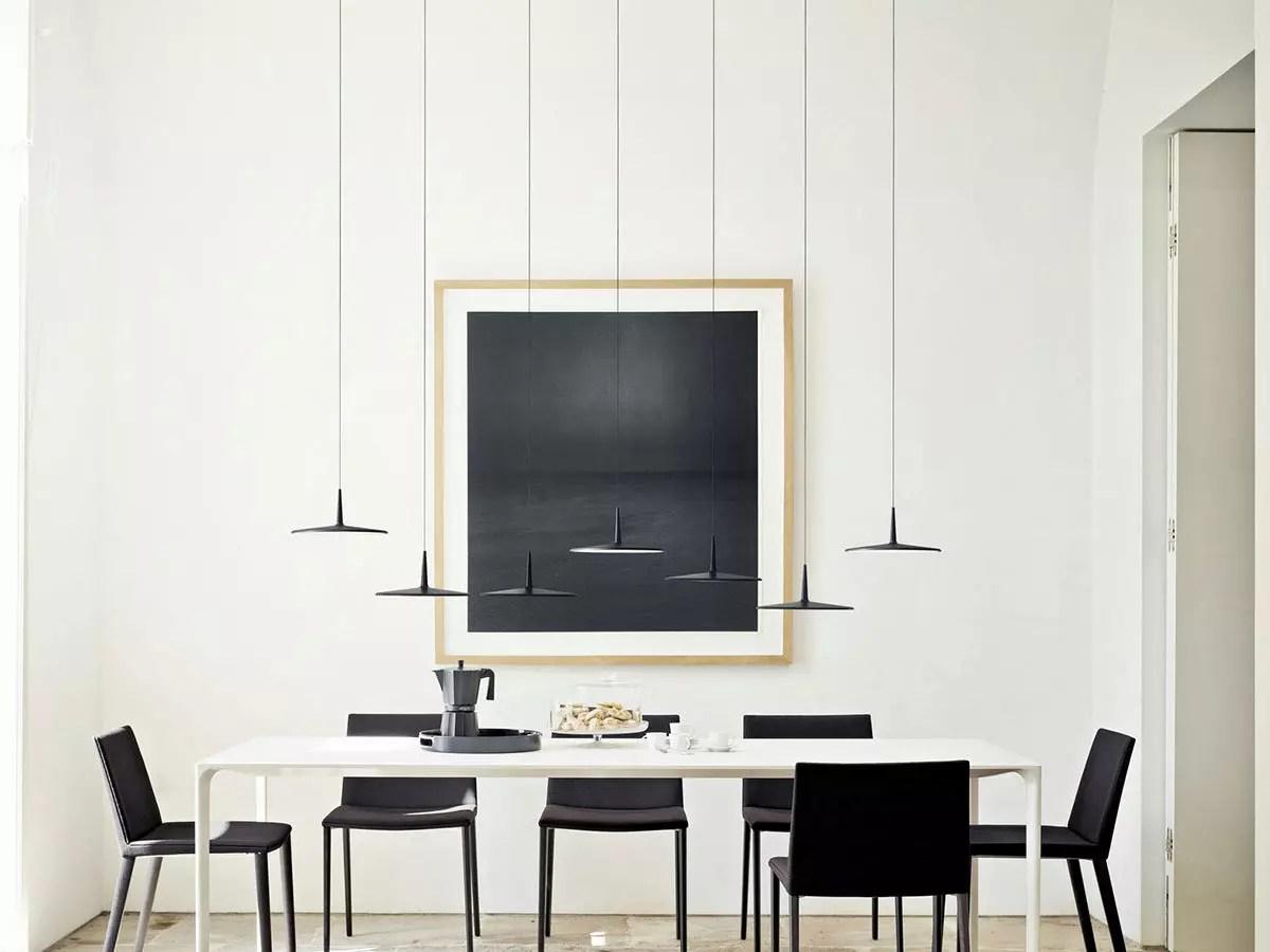 Lampade sopra tavolo da pranzo illuminazione in cucina foto