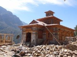 Rebuilding Pema Choling Gompa, Phakding – LED Solu Khumbu Trek, April/May 2016