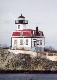 Pomham Rocks Lighthouse, Rhode Island at Lighthousefriends.com