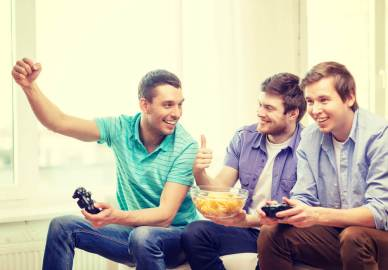 lighthouse-treatment-center-is-gender-important-in-addiction-article-image-of-guys-watching-game-having-fun