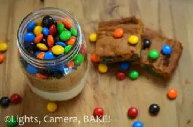 Mason Jar M&M Blondie Mix . Perfect gift for any occasion! So cute with enough m&ms to satisfy that chocolate craving. Click the photo to purchase or browse different flavours. #masonjar #blondiemix #gift