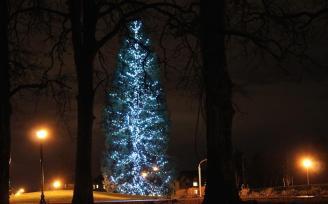 Villebois Christmas Tree redecorated 12-19-2015