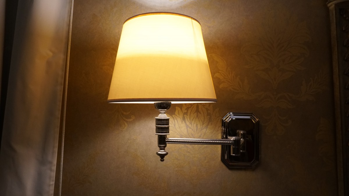 no-overhead-lights-wall-lamp