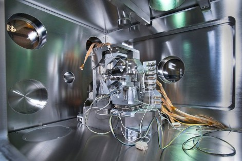 At at NSLS-II (Brookhaven National Laboratory) beamline 3-ID precision microscopy experiments use ultra-bright x-rays. (Credit: BNL)