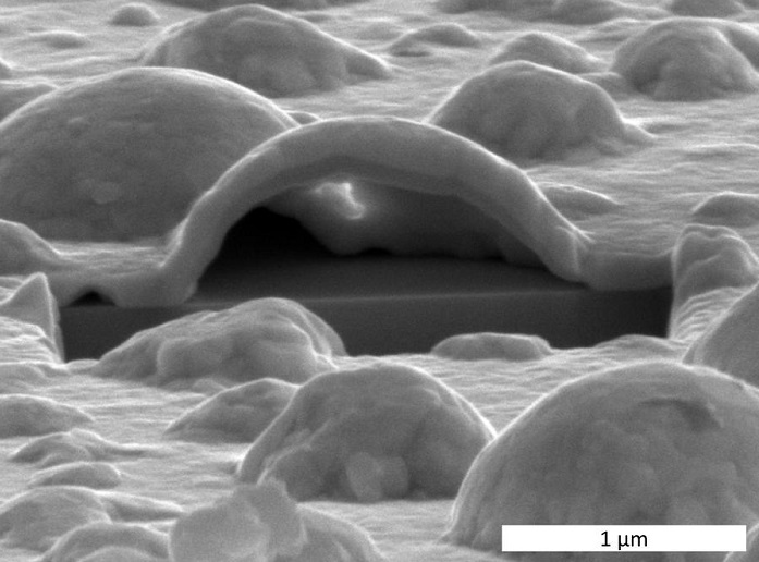 Platinum forms nano-bubbles