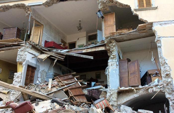 Image result for Il papà disperato del sisma