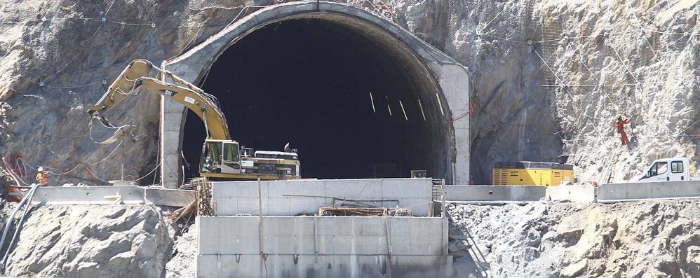 Disagi e polemiche sui botti nei tunnel  Sul campanile spazio a una centralina