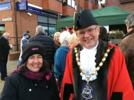3-the-mayor-visits-the-stalls
