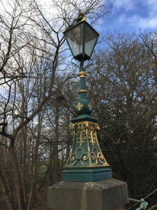 1-Queen's Avenue Bridge lamp