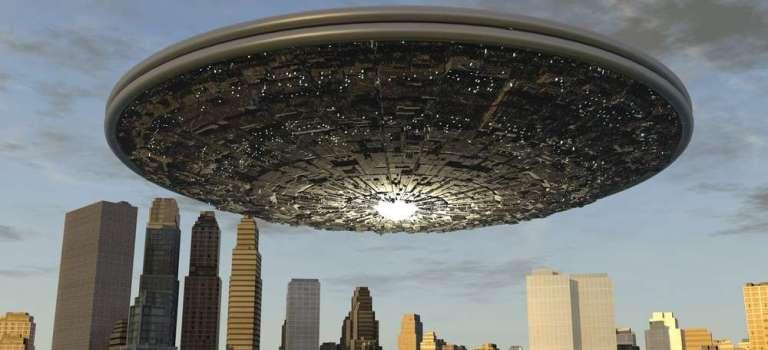 巨大な母船 by 光の宇宙連合