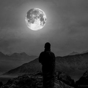 月を爆破する by アシュター