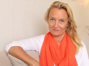 Helena i soffan orange vit