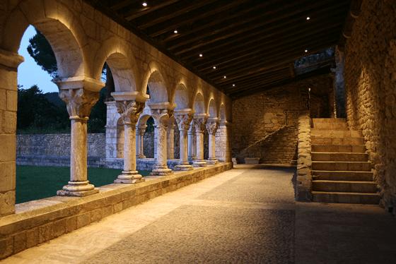 Galerie du cloitre, abbaye de Saint Michel de Cuxa, Prades, France – Photo : Agence Rossignol