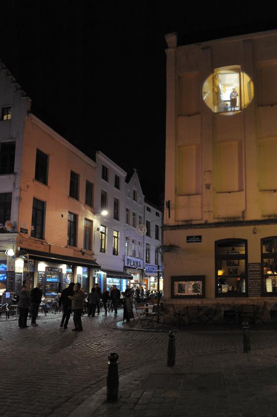 Dans la rue, A travers les murs, quartier Saint-Jacques, Bruxelles, Belgique © Radiance 35, Zimmerfrei