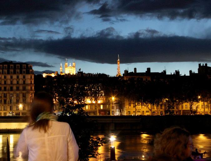 Vue de quais du Rhône sur la Presqu'il et la basilique Notre Dame de Fourvière, Lyon, France - Photo Vincent Laganier