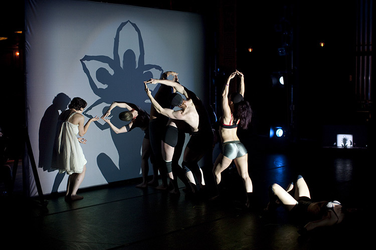Pilobolus,-Shadowland-02_Photo_John-Kane