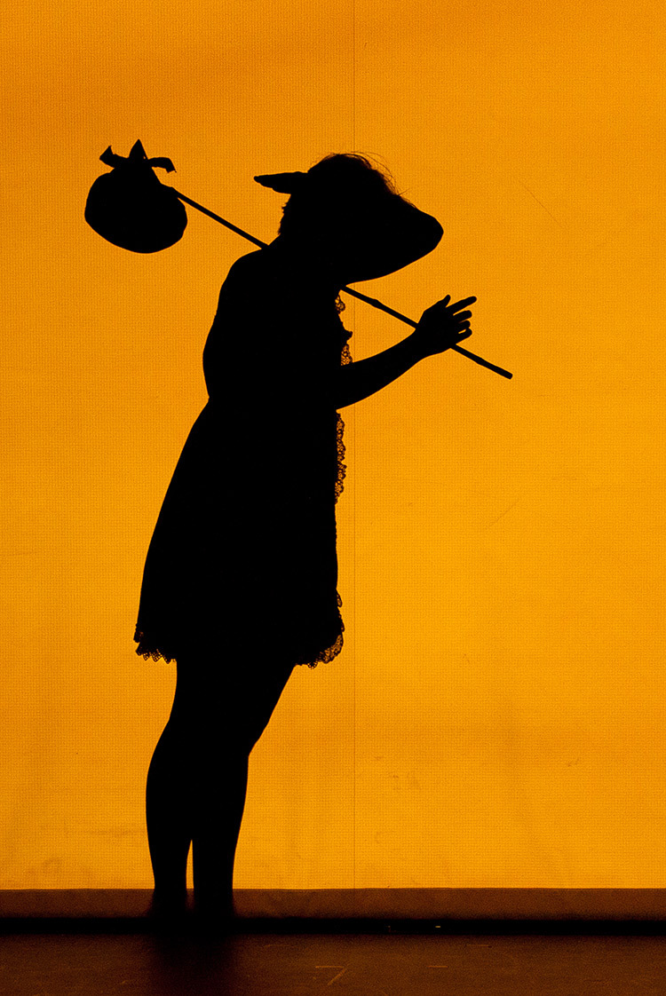 Pilobolus,-Shadowland-copyright-photo-Emmanuel-Donny