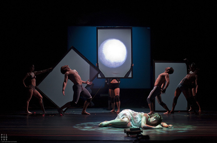 Pilobolus,-Shadowland_11-Photo_John-Kane